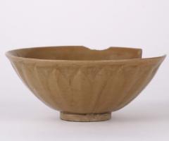 青磁碗 (中国青磁 博多港出土)